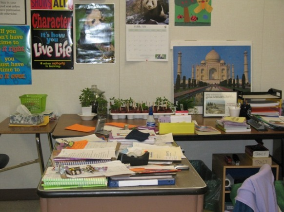 desk with taj mahal